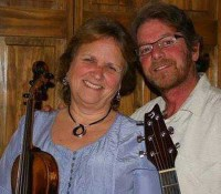 lynn-gudmundsen-david-hatch-music-door-county-style-wedding.jpg